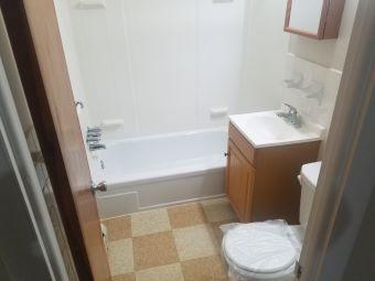 Andover Arms Bathroom